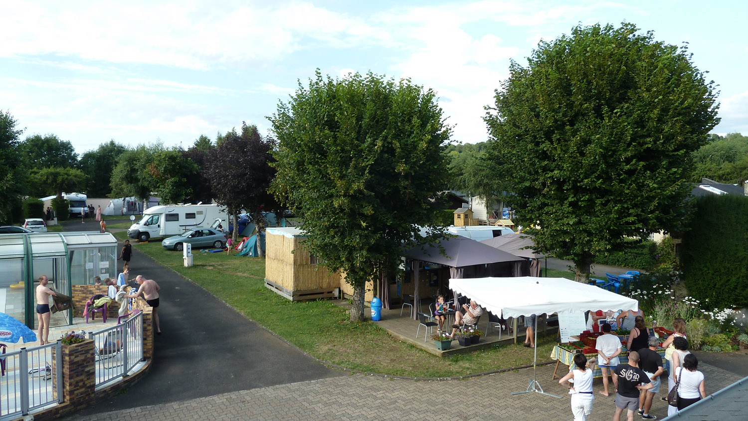 Frhpa les campings puy de d me 63 for Camping massif central avec piscine